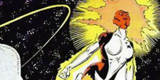 Swego czasu Rogue odebrała moce Ms. Marvel - bohaterka rozpoczęła wtedy współpracę z X-Men; w ramach jednej z misji spotkali oni brutalną, kosmiczną rasę Brood; jej przedstawiciele przeprowadzili serię eksperymentów na kobiecie, co koniec końców doprowadziło do zwiększenia jej mocy i odrodzenia się jako Binary