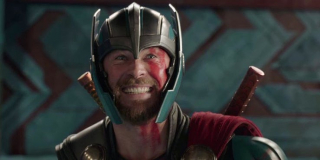 Chris Hemsworth - zostaje