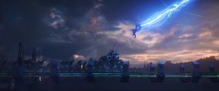 """2017: Rozgrywa się akcja ukazana w filmie """"Thor: Ragnarok"""". Umiera Odyn. Mjolnir zostaje zniszczony. Thor trafia na planetę Sakaar, gdzie znajduje się już Hulk. W tym samym czasie rozgrywa się akcja serialu """"Inhumans""""."""