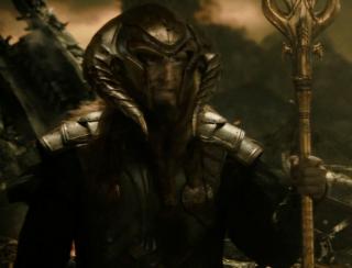 2998 p.n.e.: Mroczne Elfy próbują odtworzyć pierwotną ciemność Wszechświata przy użyciu Kamienia Rzeczywistości, jednak zostają pokonani przez króla Asgardu, Bora. Ocalało niewielu z nich, wśród nich Malekith.
