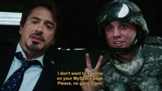 """Tony wysyłając z Benatar wiadomości do Pepper zaznacza, by nie publikowała ich w mediach społecznościowych. W pierwszym """"Iron Manie"""" prosi żołnierza, by ten nie umieszczał zdjęcia z nim na MySpace."""