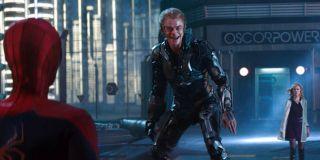W filmie Spider-Man z 2002 roku widzimy Zielonego Goblina, który trzyma Mary Jane nad krawędzią mostu – gdy ją z niego popycha, Pajączek skacze za nią. Podobną sekwencję zobaczyliśmy w Daleko od domu w trakcie sceny bitwy z Mysterio w Berlinie, gdy Parker chce ratować rzekomo wypchniętą przez złoczyńcę MJ. Przypomnijmy, że zdarzenie to było tylko jedną z iluzji stworzonych przez antagonistę.
