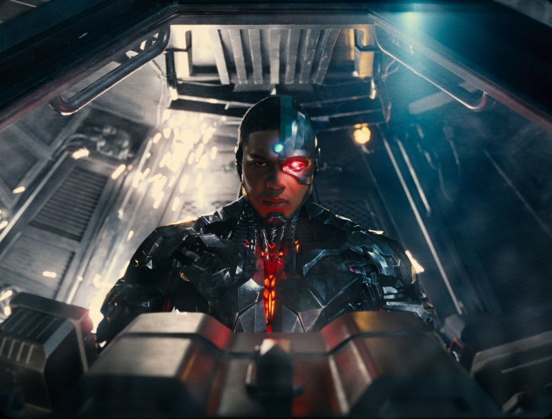Liga Sprawiedliwości - walka Raya Fishera z Warner Bros trwa. Aktor atakuje Waltera Hamadę