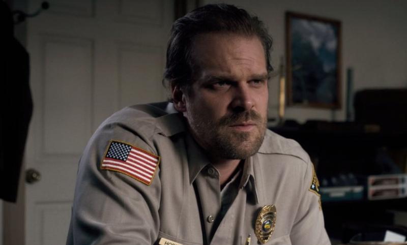 Stranger Things - zdjęcie z planu ujawnia los Jima Hoppera w 4. sezonie?