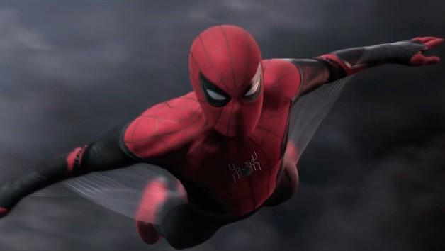 Spider-Man 3 - Tom Holland w stroju Pajączka i maseczce na nowym zdjęciu z planu