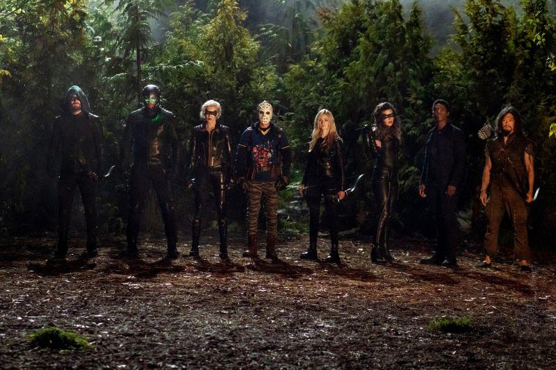 Arrow - drużyny z przeszłości i przyszłości łączą się na zdjęciach z kolejnego odcinka serialu