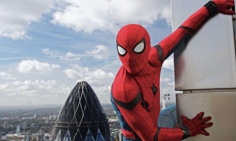 Spider-Man 3 - dubler Toma Hollanda wykonuje popis kaskaderski z pajęczyną