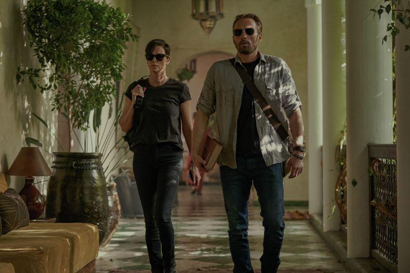 The Old Guard - Charlize Theron w akcji w klipach z filmu akcji Netflixa