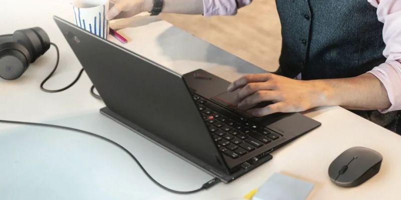 """Lenovo zaprezentowało """"bezprzewodową"""" ładowarkę do laptopa"""