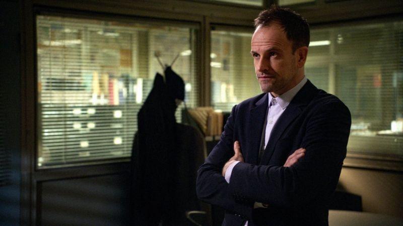 The Crown - Jonny Lee Miller w obsadzie 5. sezonu. Kogo zagra?