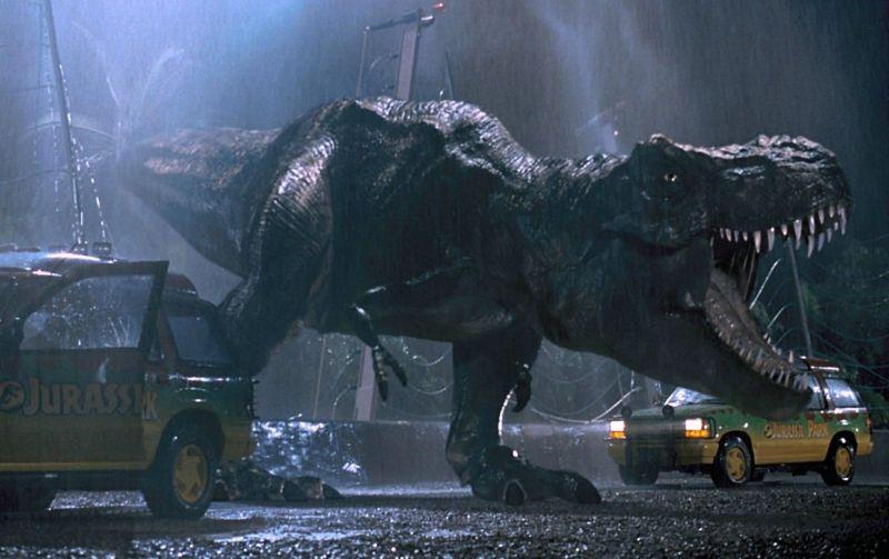 Jurassic World: Dominion - wyciekł fragment klipu. T-Rex sieje grozę w kinie!