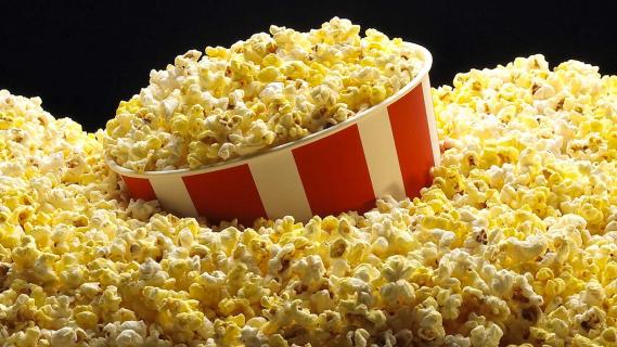 Chrupanie i oglądanie. Jak popcorn uratował kina