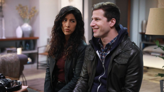 Jake za kratami. Pierwsze zdjęcia z 5. sezonu Brooklyn 9-9