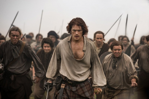 Outlander - Sam Heughan wyjawia, że stał się ofiarą nękania i pomówień. Aktorzy i fani wspierają - #WeStandwithSam