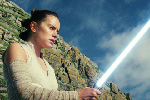 Ostatni Jedi – Daisy Ridley trenuje walki na miecze świetlne