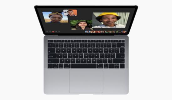 Apple odświeża MacBooka Air. Retina, Touch ID i 13 godzin oglądania filmów