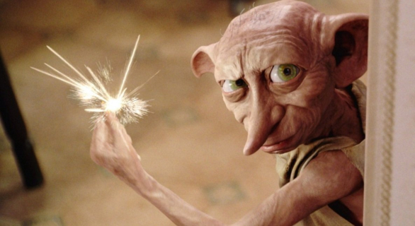 Harry Potter – fani stworzyli nagrobek Zgredka na plaży w Walii