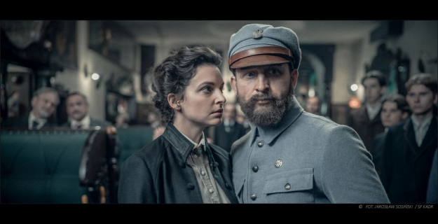 Borys Szyc nie do poznania jako Piłsudski. Nowe zdjęcia z planu