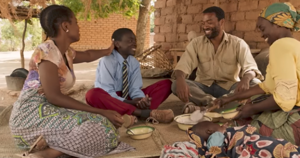 The Boy Who Harnessed the Wind – zwiastun filmu w reżyserii Chiwetela Ejiofora