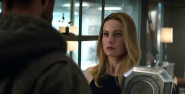 Avengers: Koniec gry - dlaczego Kapitan Marvel wygląda inaczej? Bracia Russo komentują