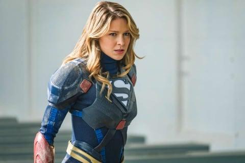 Supergirl zmienia spódniczkę na spodnie. Zobacz nowy strój