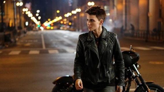 [SDCC 2019] - Arrowverse i inne seriale Warner Bros TV. Zobacz specjalne okładki produkcji