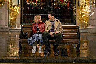 Last Christmas - Emilia Clarke i Henry Golding na nowych zdjęciach z komedii świątecznej