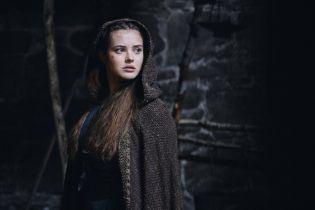 Cursed - Artur i Merlin na zdjęciach z serialu fantasy Netflixa