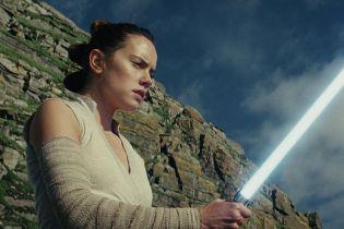 Star Wars - Rey w centrum nowych, artystycznych plakatów trylogii sequeli