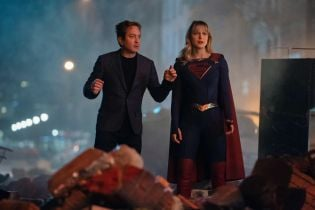Supergirl: powrót postaci w 100. odcinku potwierdzony. Zobacz zdjęcia