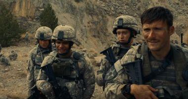The Outpost - zwiastun filmu. Eastwood i Bloom na wojnie w Afganistanie