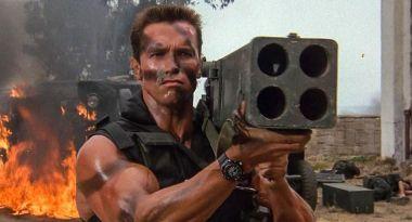 Komando z Schwarzeneggerem - piękna historia o ojcowskiej miłości czy parodia?