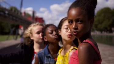 Gwiazdeczki - Netflix przeprasza za plakat do filmu po oskarżeniach o seksualizację dziecięcych bohaterek