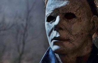 Halloween zabija - Michael Myers wychodzi z płomieni na nowym zdjęciu z filmu