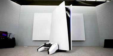 Największa PS5 na świecie sprzedana za tysiące dolarów