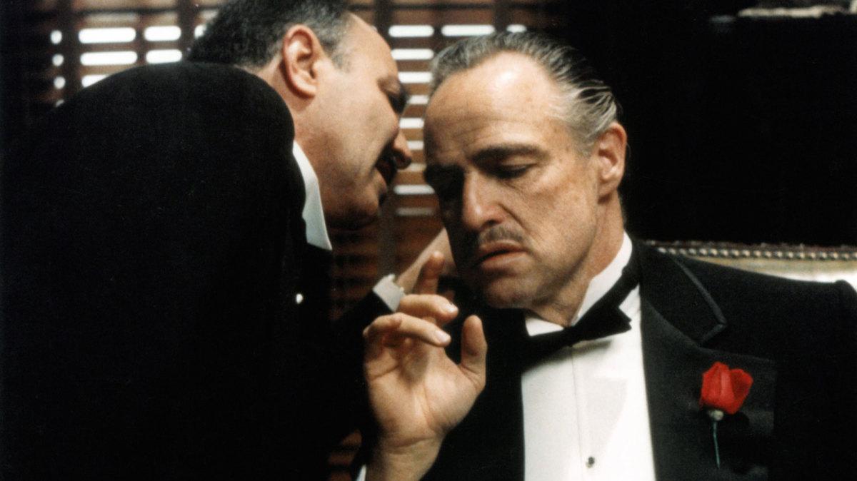 Ojciec chrzestny – ponadczasowe arcydzieło kina gangsterskiego. Dlaczego po latach wciąż warto je obejrzeć?